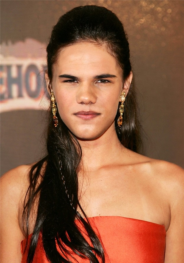 Taylor Lautner as woman