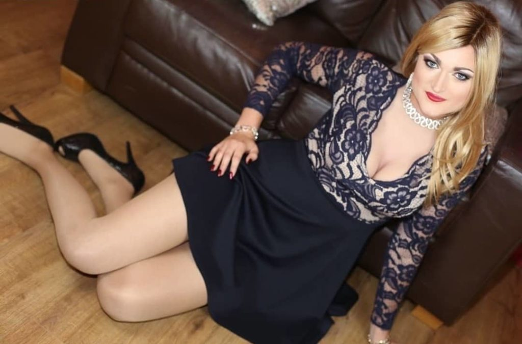 beautiful crossdresser nicole