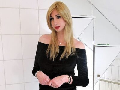 Crossdresser Adri Kiss