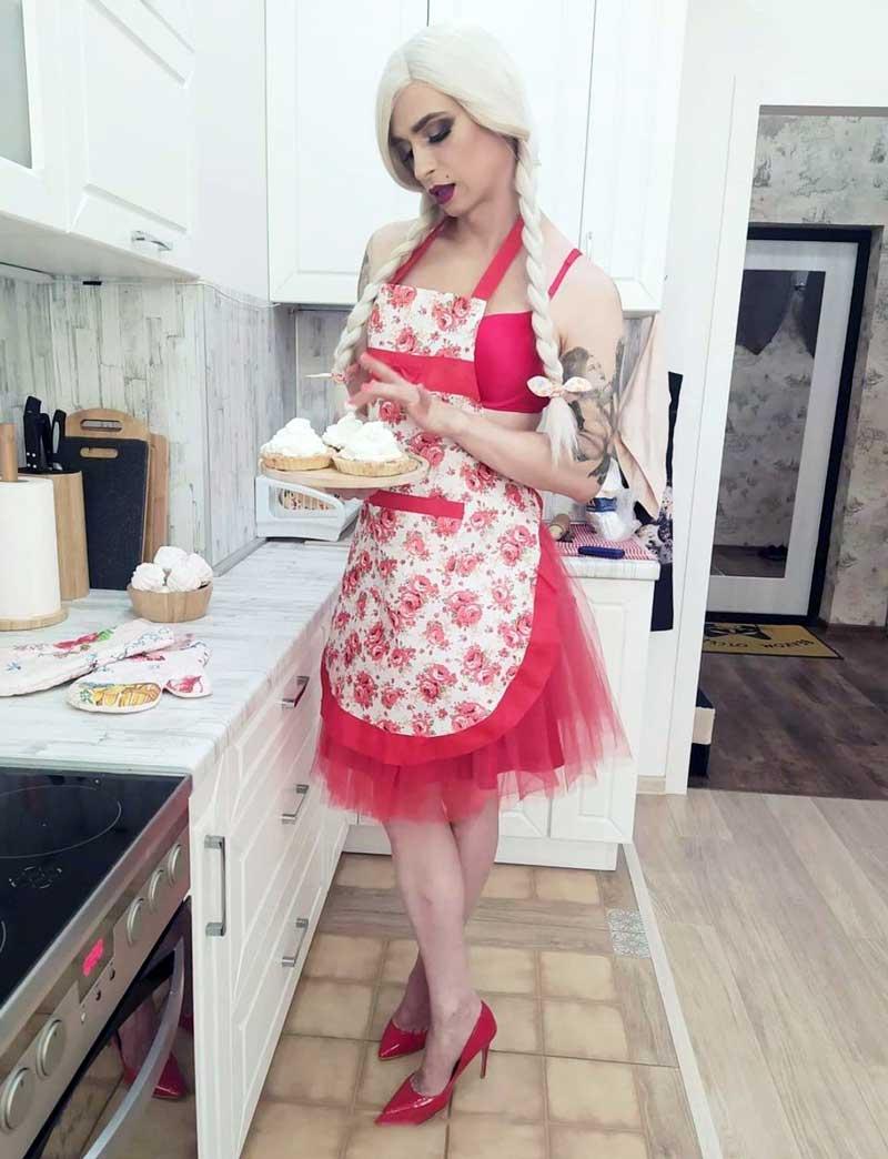 Eva Crossdressing in kitchen