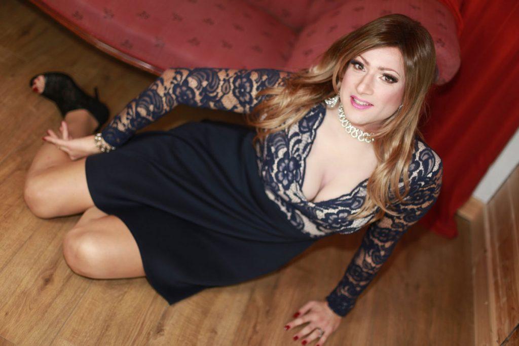 Crossdresser Klaudia Jones - Covergirl