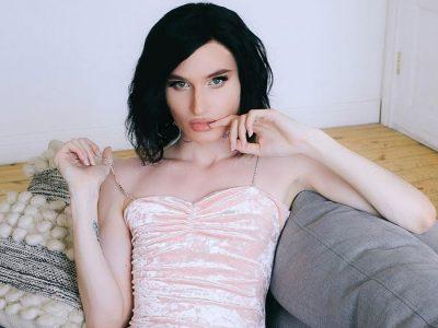 Crossdresser Kesha in pink dress
