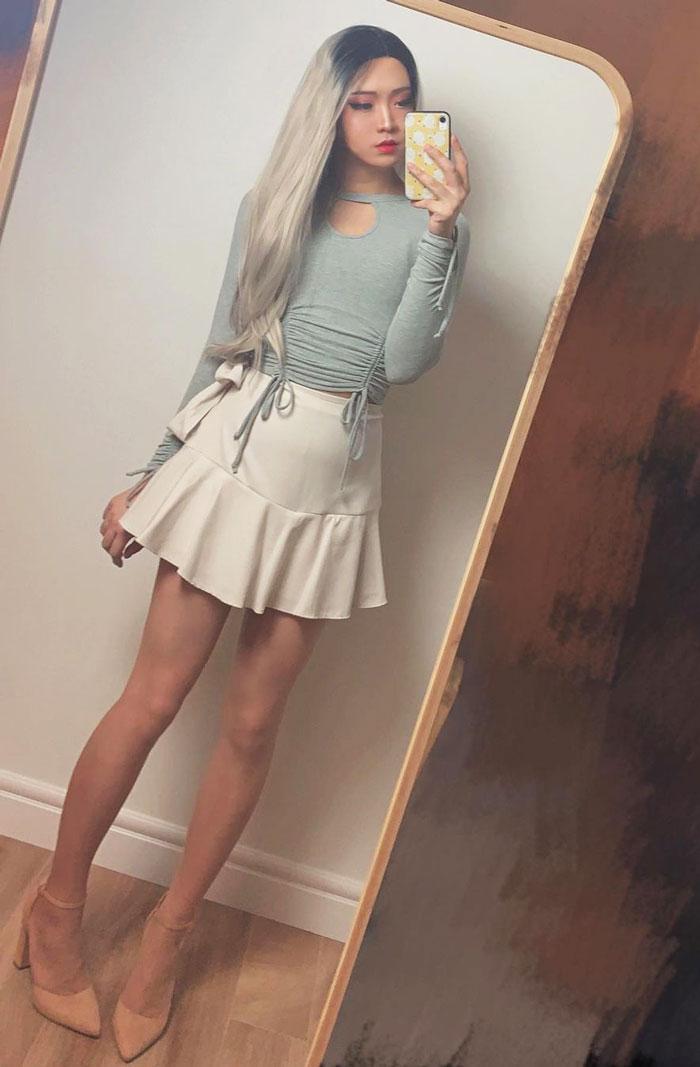 Crossdresser Jessica in ruffle skirt