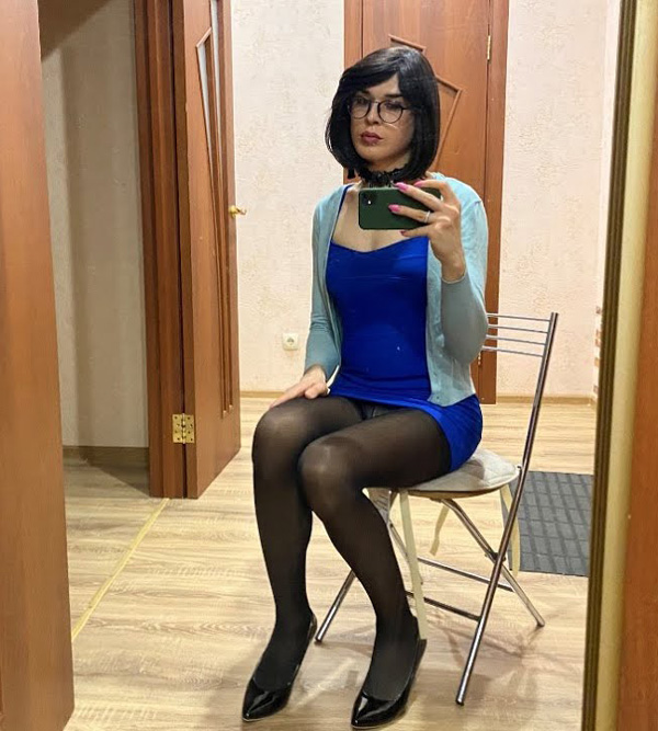 Kira crossdressing in blue dress and pantyhose