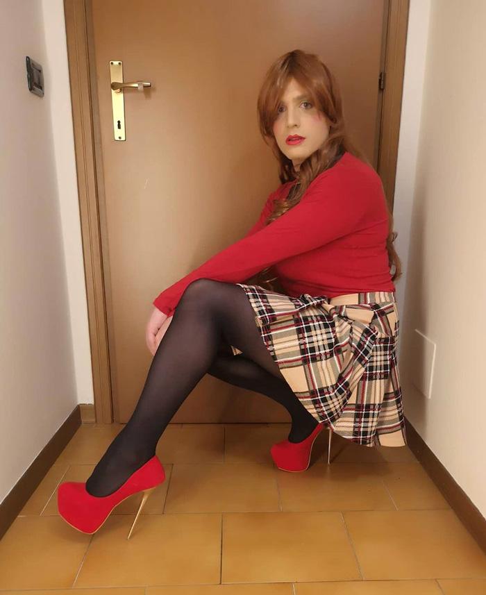 Jennifer crossdressing in skirt and heels